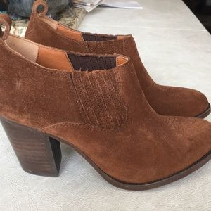 NWOT Frye ankle boots size 6.5